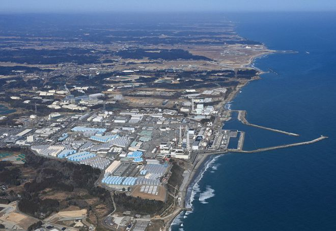 福岛核电站旁边建造储存核废水的水箱 图源:每日新闻.jpg