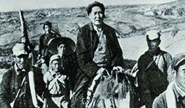 Mao Zedong (centre) in 1937.jpg