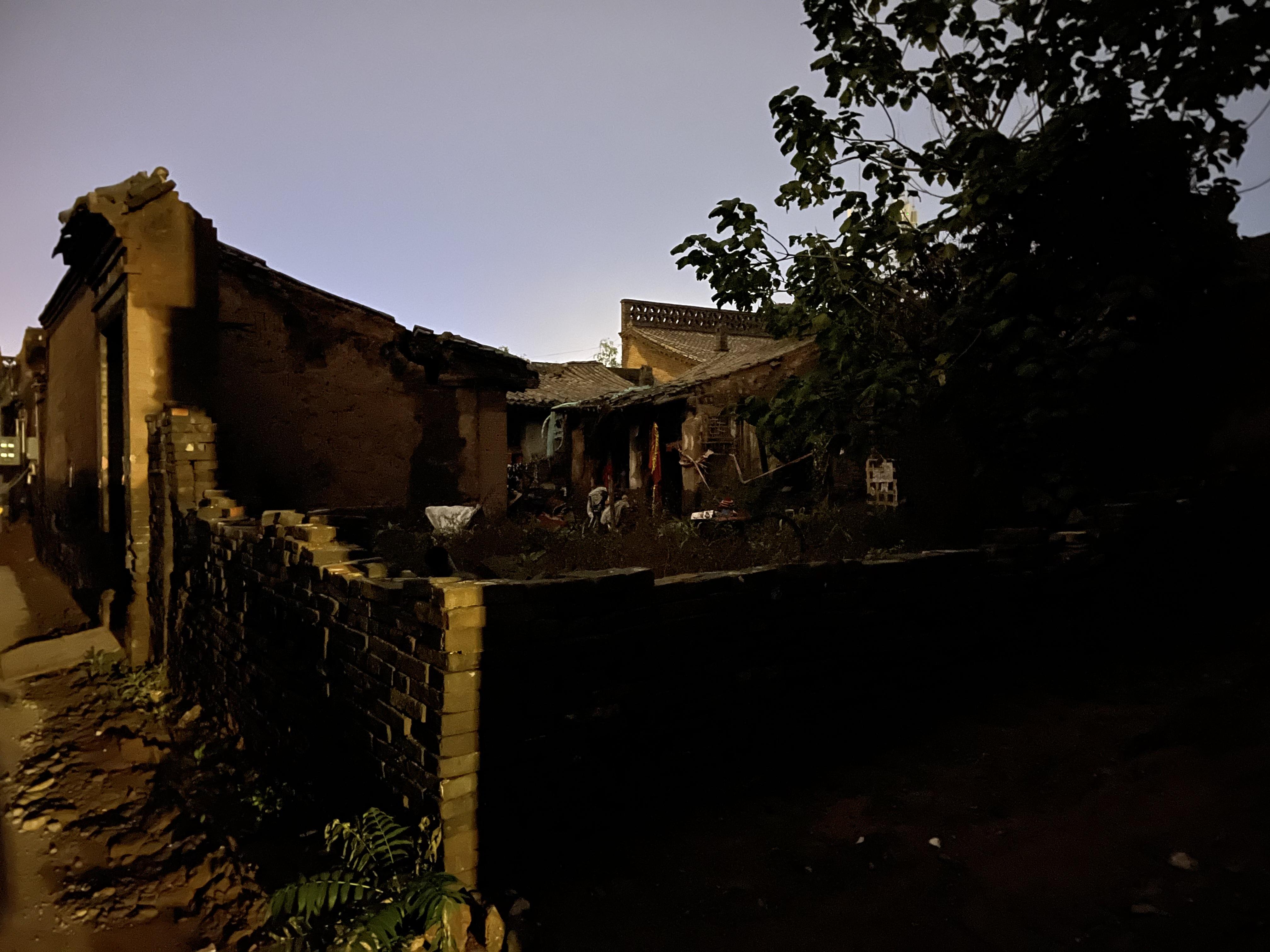 平遥古城内坍塌的民房.jpg